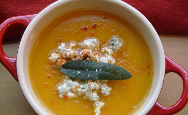 Zupa z karotki i sera roquefort